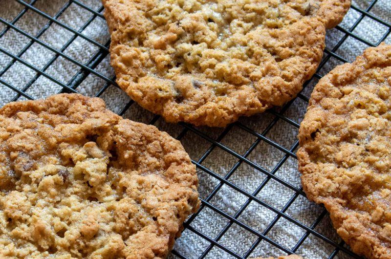 Crunchy Chewy Oatmeal Raisin Cookies